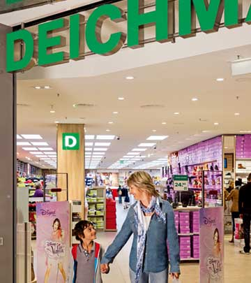 Happy shoppers at Deichmann Leipzig